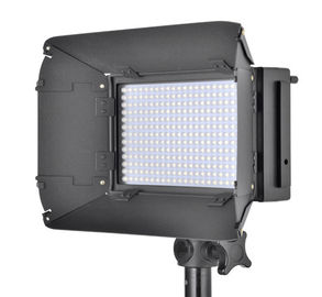 China LCD Screen Ultra Bright Studio Video Lighting With Barndoor Dimmable supplier